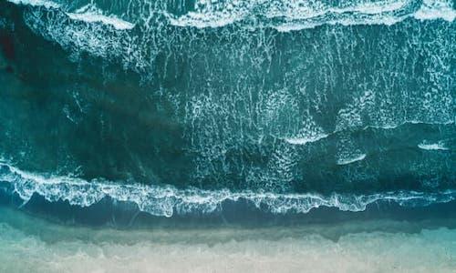 A huge wave breaking.